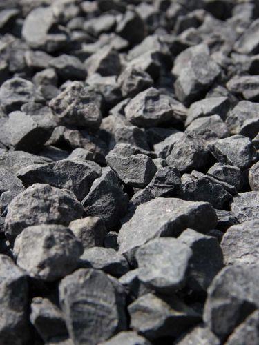 Basalt Splitt 2 - 5 mm close