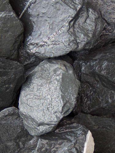 Canadian Slate Bruchsteine schwarz 60-180mm naß
