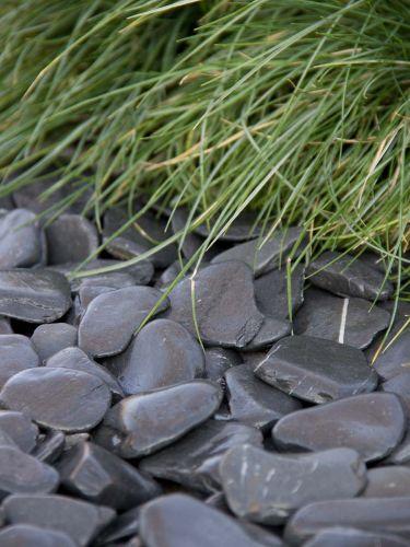 Flat Pebbles Schwarz verlegt 30 - 60mm (naß)