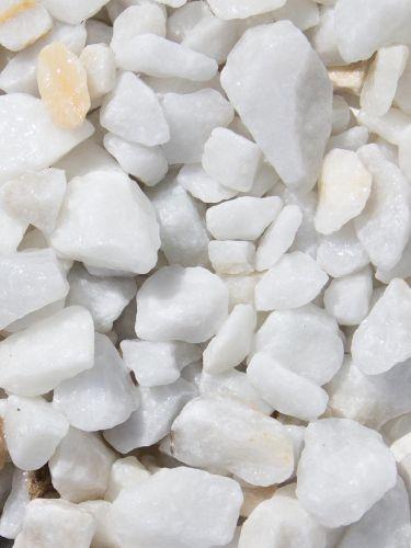 Marmorsplitt weiß 15 - 25mm naß