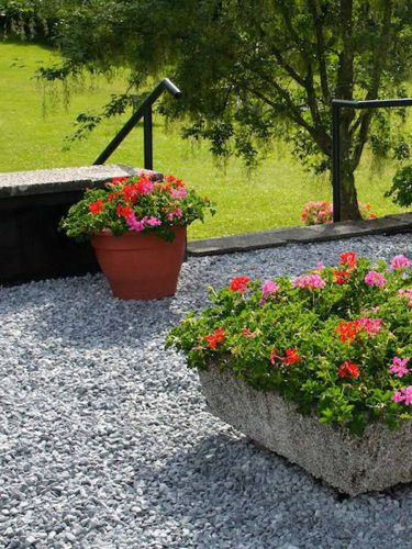 Nordic Grey Kies verlegt Garten
