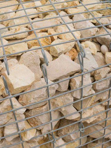 Yellow Sun Bruchsteine verlegt in Gabionen