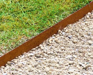 Rasenkante / Beeteinfassung aus Metall: praktisch und stilvoll