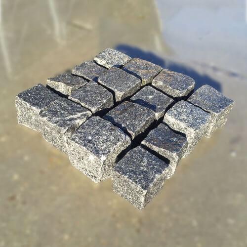 Kopfsteinpflaster grau anthrazit ausgelegt