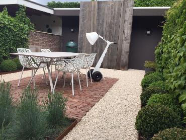 Moderner Garten mit Castle kies